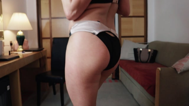 Watch Online Porn – SimonCrow – Hard handjob workout from Vickie Powell (MP4, FullHD, 1920×1080)