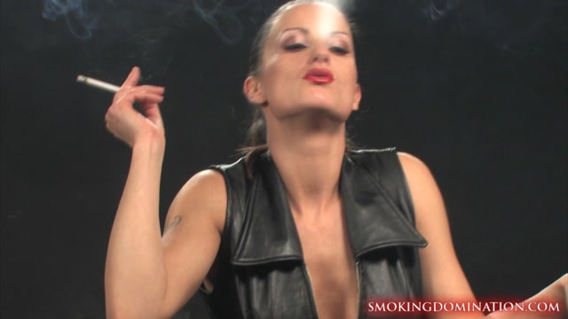 SmokingDomination_presents_Valentina_smoking_facesitting.mp4.00003.jpg
