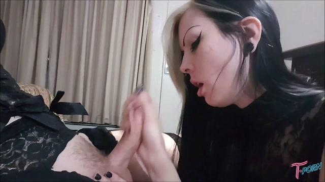 T.porn_presents_Robin_Coffins_VS_Sarina_Havok_POV_Blowjob.mp4.00006.jpg
