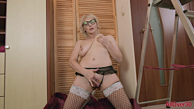 Allover30_presents_Lika_43_years_old_Mature_Pleasure___17.02.2020.mp4.00008.jpg