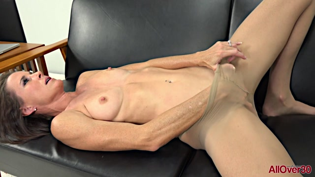 Allover30_presents_Sofie_Marie_39_years_old_9_to_5_Ladies___12.02.2020.mp4.00012.jpg