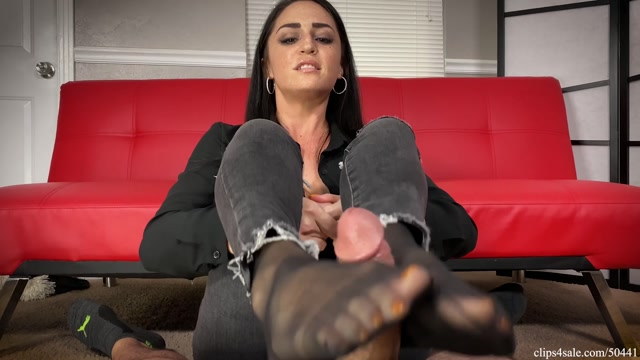 Cat_Burglar_Cleo_Series_-_Footjob_To_Drain_every_Dollar_From_Loser_-_Bratty_Babes_Own_You.mp4.00014.jpg
