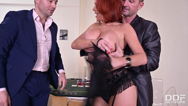 DDFNetwork_-_HandsOnHardcore_presents_Veronica_Avluv_-_Sexy_Milf_DP_D_By_Her_Customers___21.02.2020.mp4.00001.jpg
