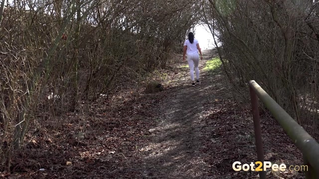 Watch Online Porn – Got2Pee  vinna gushes in the woods (MP4, FullHD, 1920×1080)