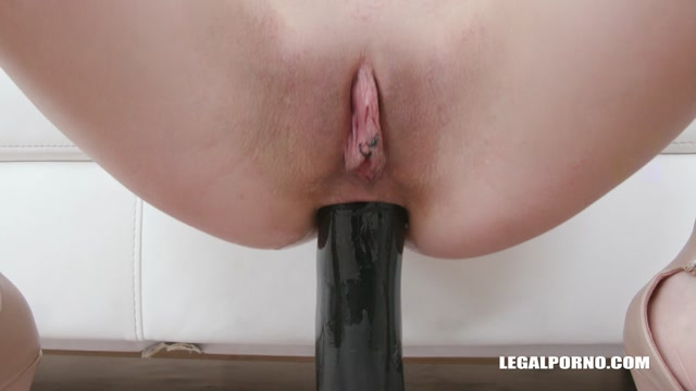 LegalPorno_presents_Daniela_Ray_comes_back_to_drink_african_champagne_IV480___18.02.2020.mp4.00001.jpg