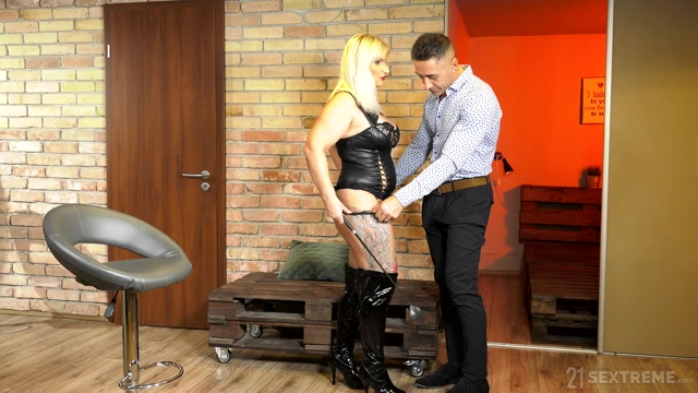LustyGrandmas_presents_Anna_Valentina_-_Submissive_Client___06.02.2020.mp4.00002.jpg