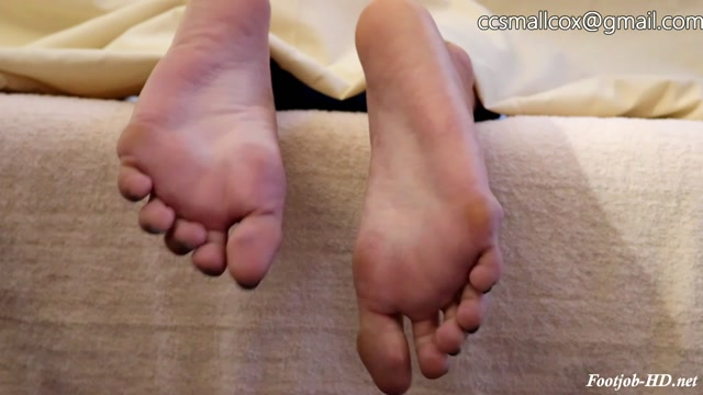 MILF_Gets_Sticky_While_Her_Husband_Runs_Errands_-_STICKY_SOLES.mp4.00001.jpg