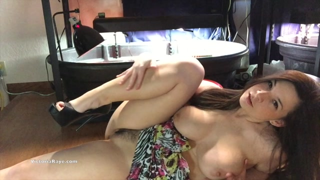 ManyVids_presents_Victoria_Raye_aka_Sweet_Victoria_in_Wild_For_You_Video_120718.mp4.00013.jpg