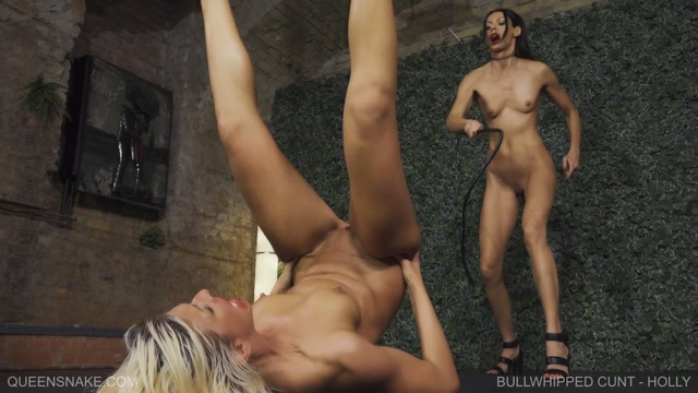 QueenSnake_presents_Bullwhipped_Cunt_-_Holly.mp4.00011.jpg