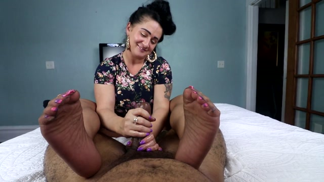 Watch Online Porn – Snowy in Pantyhose Can't Hold Back – Joey's FeetGirls (MP4, FullHD, 1920×1080)