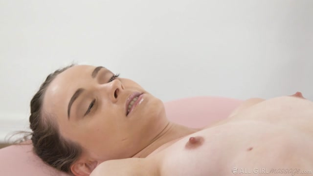 Watch Online Porn – AllGirlMassage presents Lily Glee, Ashley Aleigh in Does My Sister Know – 23.03.2020 (MP4, HD, 1280×720)