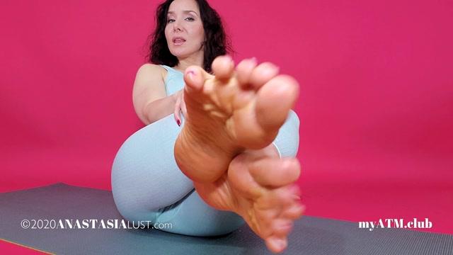Anastasia_Lust_-_Under_My_Feet.mp4.00003.jpg