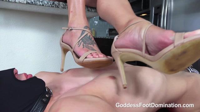 Goddess_Foot_Domination_-_Vulnerable_Foot_Slave_-_Full._Starring_Goddess_Brianna.mp4.00012.jpg