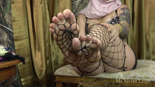 Goddess_Vivian_Leigh_-_Hijabi_Stepmom_Wants_a_Sissy.mp4.00015.jpg