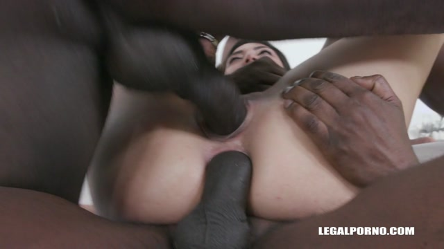 LegalPorno_presents_Frida_Sante_wants_to_get_fucked_by_black_bulls_IV490___13.03.2020.mp4.00010.jpg