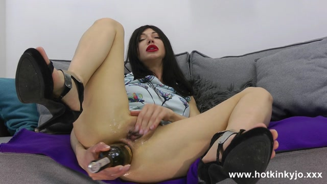01.09.2019_Movies_-__bottle_anal_insertion_and_prolapse_push_out_movie.mp4.00004.jpg