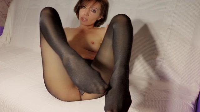 FeetFunDoll_aka_Lisa_Dove_in_Three_layers_fetish_part_1.mp4.00005.jpg