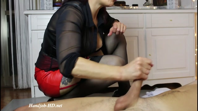 Fetish_Nurse_Masturbing_A_Man_-_Padrona_Claudia.mp4.00014.jpg