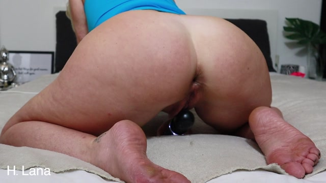 Helena_Lana_-_Stretching_Her_Asshole_With_Big_Toy.mp4.00011.jpg