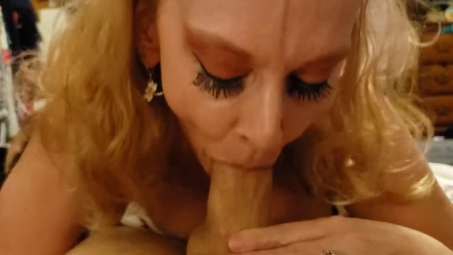 Humpin_Hannah_-_Taboo_Blonde_Milf_Cougar_Mom_With_Glasses_Teaches_Step_Son_Family_Therapy.mp4.00006.jpg