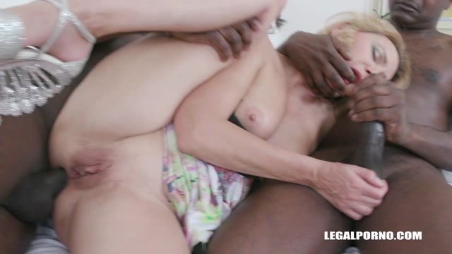 LegalPorno_presents_First_time_for_MILF_Maya_Evans_to_enjoy_anal_pounding_with_2_BBC_IV498___18.04.2020.mp4.00014.jpg