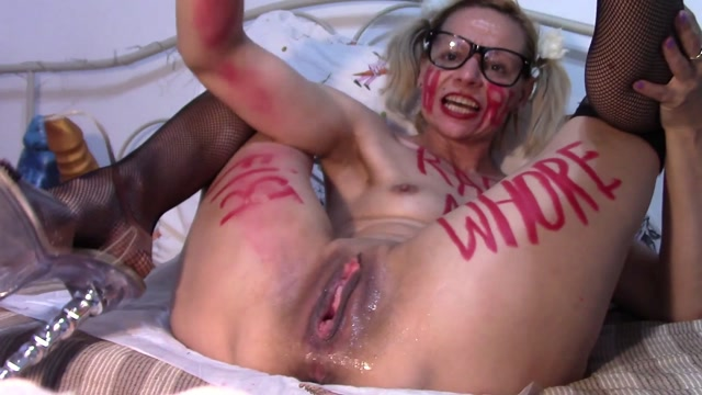 RaisaWetsX_Kinky_MILF_ruined_pussy_prolapse_with_balls_and_fist.mp4.00011.jpg