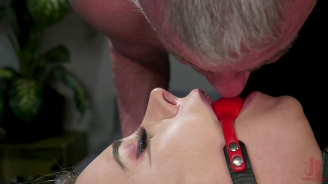TSSeduction_presents_Casey_Kisses_And_Dale_Savage___28.04.2020.mp4.00003.jpg