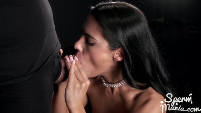 Apolonia_Lapiedra_Sucks_A_Bunch_of_Dicks_with_Cum_in_Her_Mouth_-_Sperm_Mania.mp4.00011.jpg