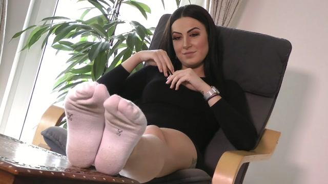 Ballerinas_Flip_Flops_and_more_-_Foot_Lady_White_Socks.mp4.00003.jpg