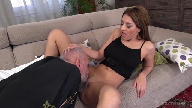 GrandpasFuckTeens_presents_Sarah_Cute_-_Dirty_Old_Landlord___12.05.2020.mp4.00001.jpg
