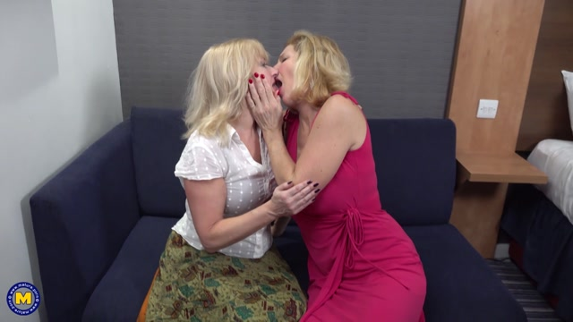 Mature.nl_presents_Emily_Jane__EU___64____Molly_Maracas__EU___55_.mp4.00000.jpg