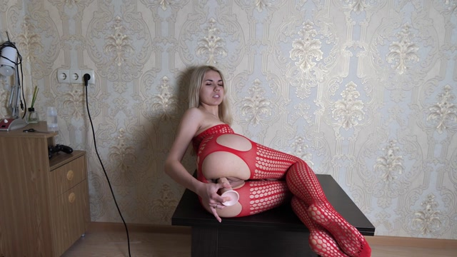 SweetVikiXo_-_Dildo_Ride_And_Squirt_With_My_Face.mp4.00007.jpg