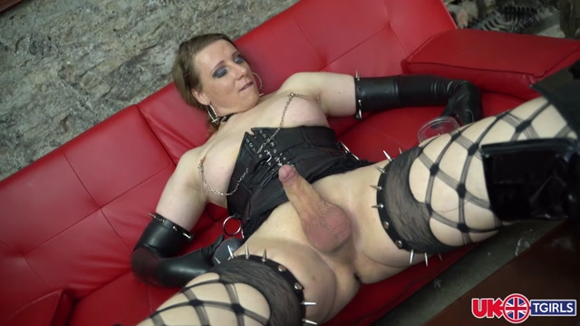 UK-tgirls_presents_Red_Vex_Dildo_Fiesta____06.05.2020.mp4.00010.jpg