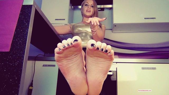 Clips4sale_presents_AllAboutLegsX_in_CEI_For_My_Feet____10.88__Premium_user_request_.mp4.00014.jpg