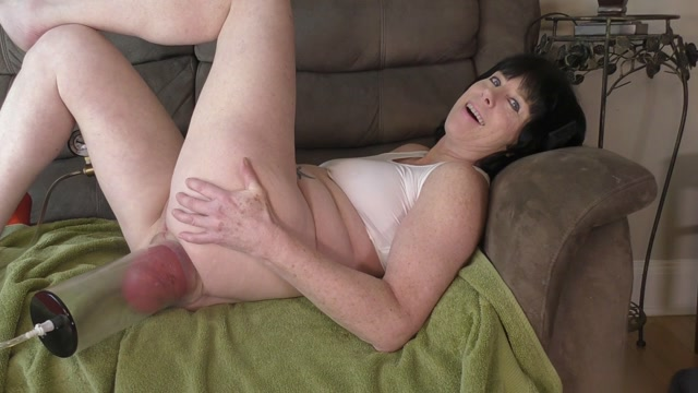 Crazy_brunette_MILF_hard_pump_her_monster_anal_prolapse.mp4.00003.jpg