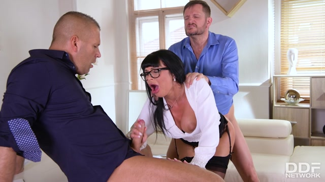 Watch Online Porn – DDFNetwork – HandsOnHardcore presents Valentina Ricci – Threesome'S Risky Business – 26.06.2020 (MP4, HD, 1280×720)