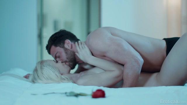 EroticaX_presents_Lana_Sharapova_in_Hot_Bath___Massage___10.06.2020.mp4.00004.jpg