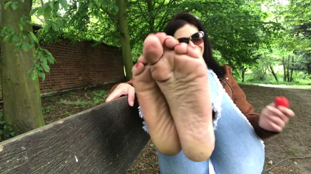 FeetWonders_-_public_foot_JOI.mp4.00012.jpg