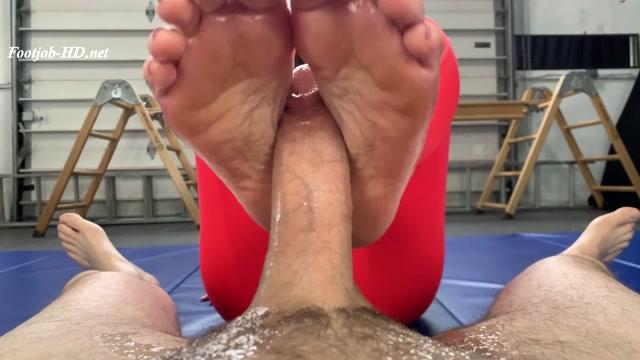 Lola_Jean_s_Yoga_Feet_-_Foot_Guy_James_Footjobs.mp4.00003.jpg