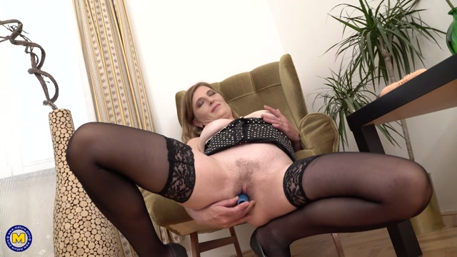 Mature.nl_presents_Iweta_Blond__39_.mp4.00008.jpg