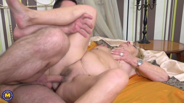 Mature.nl_presents_Marina_T.__70_.mp4.00012.jpg