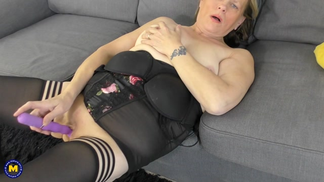 Mature.nl_presents_Sharon__EU___54_.mp4.00014.jpg