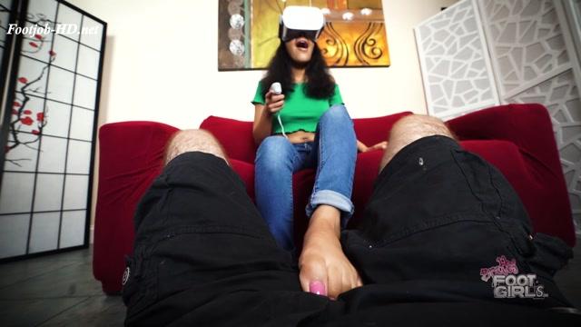 Maya_-_Tricked_into_rubbing_cock_while_playing_VR_-_Bratty_Foot_Girls_-_Maya_Farrell.mp4.00004.jpg