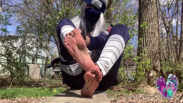 Princess_Bella_Soles_-_Kakashi_Cosplay_Feet_wboobies.mp4.00007.jpg