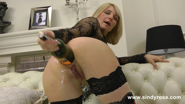 Sindy_Rose_-_Sindy_Rose_fuck_her_ass_with_big_wine_bottle_and_prolapse.mp4.00007.jpg