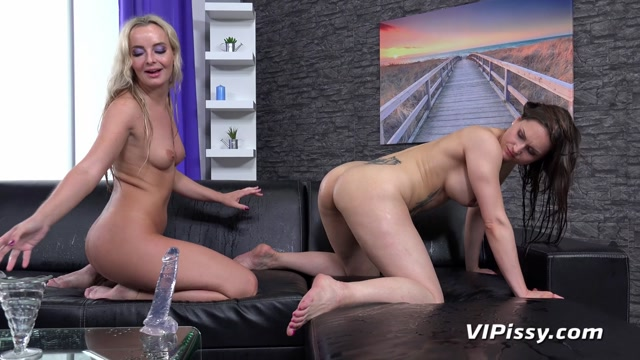 VIPissy_presents_Barbara_Bieber___Victoria_Pure_-_Drenched_From_Head_To_Toe_-_23.06.2020.mp4.00014.jpg