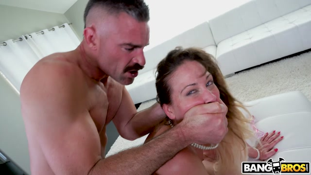 BangBros_-_MomIsHorny_presents_Cherie_Deville_Loves_the_DP___11.07.2020.mp4.00006.jpg