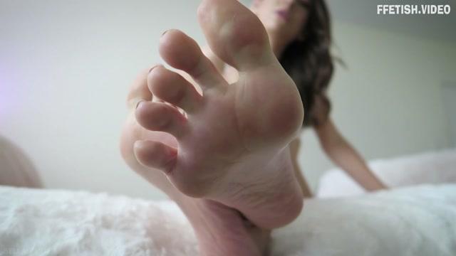 Bella_Park_-_Cum_for_Sexy_Feet.mp4.00012.jpg