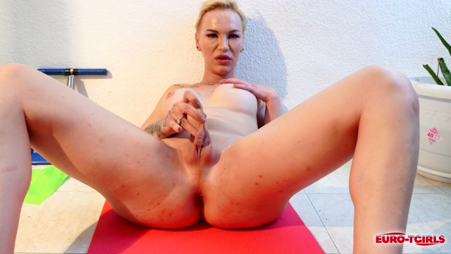 Euro-tgirls_presents_Andrea_Rose___A_Sexy_Work_Out___07.07.2020.mp4.00010.jpg