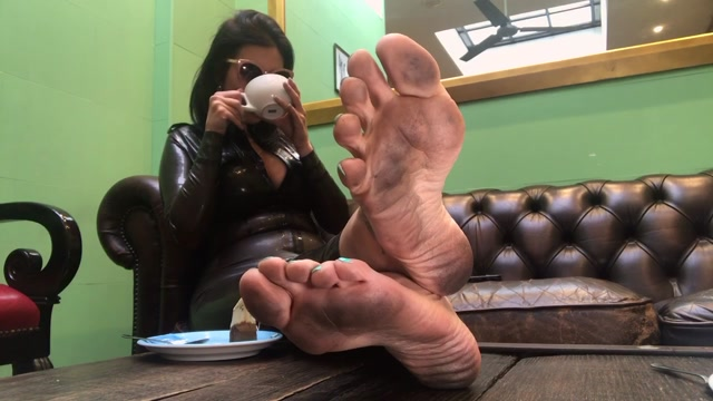 Feetwonders_-_Latex_and_dirty_feet_at_the_coffee_shop.mp4.00001.jpg